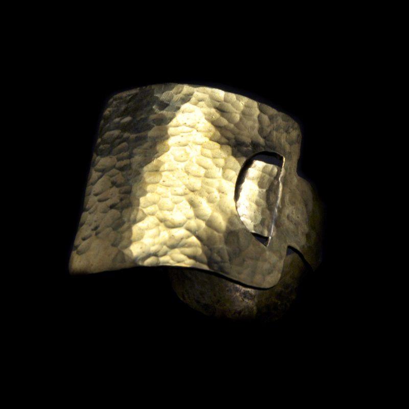 Χειροποίητο δαχτυλίδι με σφυρήλατο ορείχαλκο