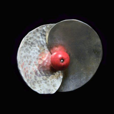 Χειροποίητο δαχτυλίδι ασημένιο σφυρήλατο με κοράλλι