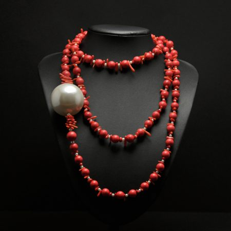 Handmade long necklace, with two types of coral, small pearls and a very large pearl.