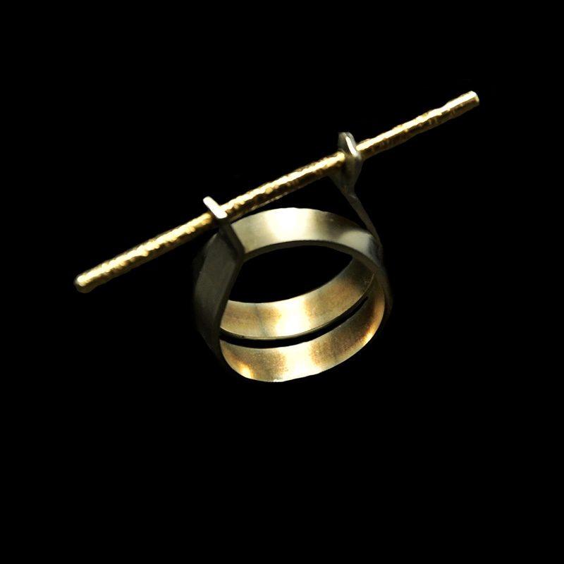 Χειροποίητο δαχτυλίδι με αλπακά και σφυρήλατο ορείχαλκο