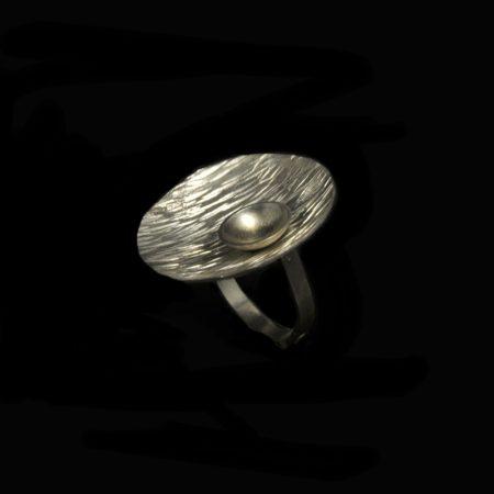 Χειροποίητο δαχτυλίδι με σφυρήλατο ασήμι 925