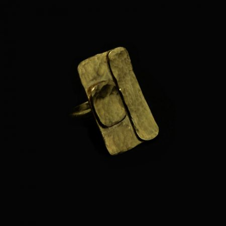 Χειροποίητο δαχτυλίδι με σφυρήλατο ορείχαλκο και γεωμετρικά σχήματα