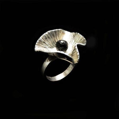 Handmade ring poppy