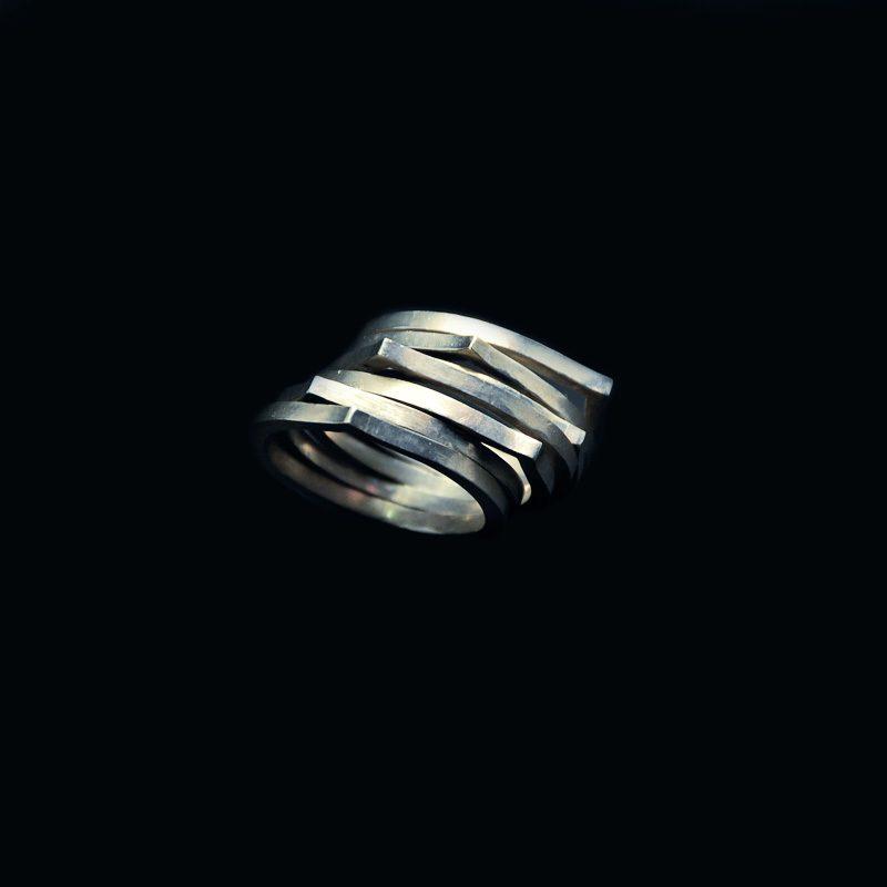 Χειροποίητο δαχτυλίδι με αλπακά έξι βέργες