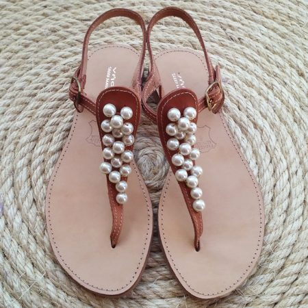Handmade leather sandals with pearls