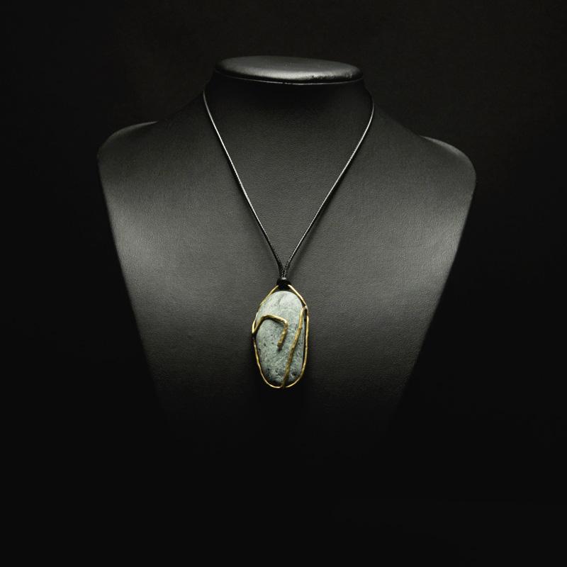 Χειροποίητο κολιέ με πέτρα από τη Σκιάθο