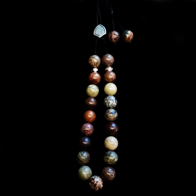 Χειροποίητο κομπολόι με ημιπολύτιμες πέτρες και μεταλλικά στοιχεία!